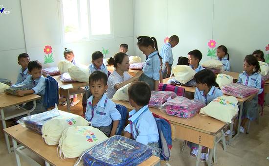 Quỹ Tấm lòng Việt tiếp bước đến trường cho học trò nghèo vượt khó tỉnh Bắc Kạn