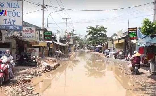 TP.HCM: Đường biến thành sông 2 năm vẫn chưa được xử lý