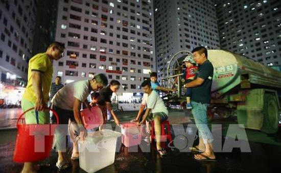 Cấp nước sạch tạm thời cho người dân