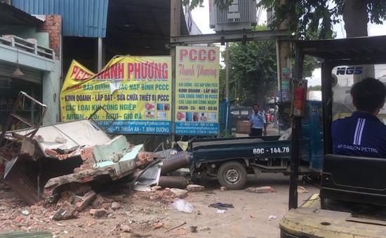 Sập công trình nhà ở đang tháo dỡ, 2 người trọng thương