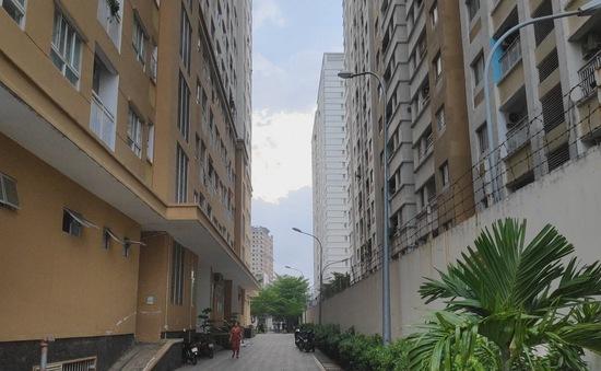 Cư dân sống chung với mùi hôi bể phốt tại Tân Phú