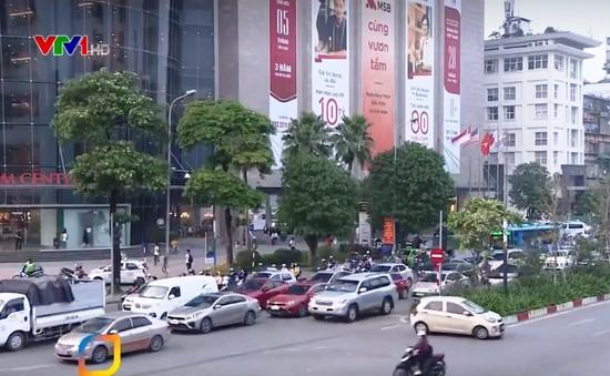 Ngã tư Nguyễn Chí Thanh - Chùa Láng: Mật độ giao thông tăng đột biến giờ cao điểm