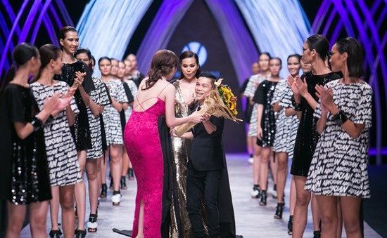 NTK Adrian Anh Tuấn ra mắt bộ sưu tập thứ 100 tại Tuần lễ thời trang quốc tế Việt Nam Thu - Đông 2019