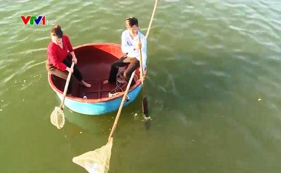 Thông điệp lan tỏa từ thuyền trưởng ngày ngày nhặt rác trên biển ở TT-Huế