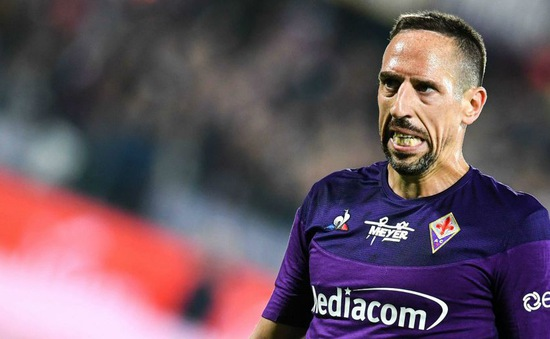 """Đẩy trọng tài, """"sát thủ mặt sẹo"""" Ribery hứng án phạt nặng"""