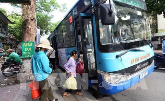 Hà Nội đẩy nhanh cấp thẻ cho người đi xe bus miễn phí