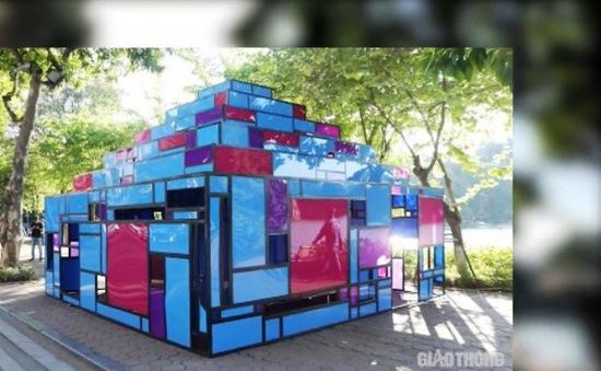 Tháo dỡ tác phẩm nghệ thuật tại Hồ Gươm do người dân phóng uế