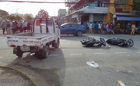 Va chạm giữa 2 ô tô với 2 xe máy, 1 người tử vong