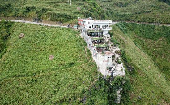 Xây dựng trái phép trên khu vực đèo Mã Pì Lèng