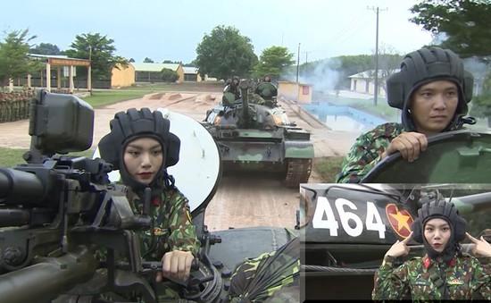 """Vũ Thảo My The Voice lần đầu trải nghiệm lái xe tăng tại """"Chúng tôi là chiến sĩ"""""""