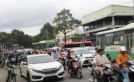 TP.HCM tăng phí đăng ký ô tô, xe máy từ 17/10
