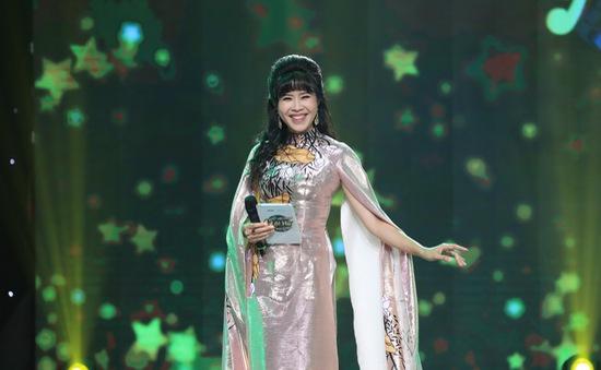"""Quỳnh Hoa từng bị bạn """"mắng"""" vì bỏ dở sự nghiệp đi làm MC"""