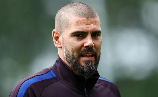 Victor Valdes lên kế hoạch rời đội trẻ Barcelona