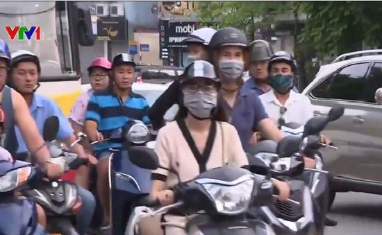 Phương tiện di chuyển chậm, ùn ứ nhẹ trên đường Điện Biên Phủ, Hà Nội