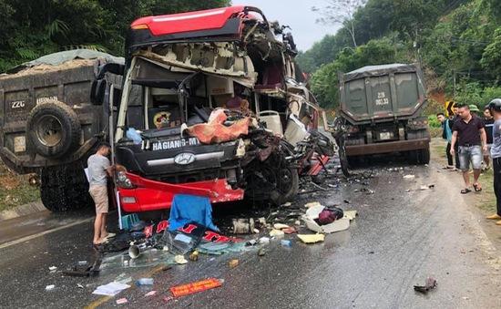 Tuyên Quang: Xe khách va chạm xe ben, 6 người nhập viện