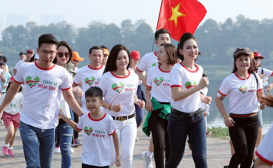 Lương Nguyệt Anh, MC Mỹ Vân chạy ủng hộ trẻ em bị bệnh tim