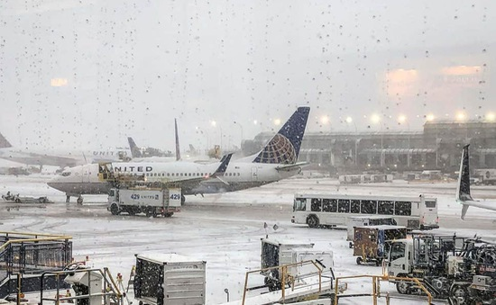 Mỹ hủy 1.000 chuyến bay vì tuyết lớn
