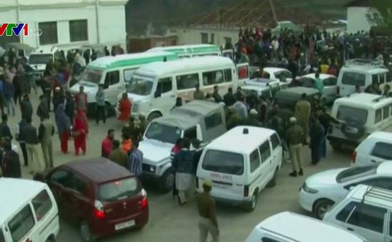 Ấn Độ: Xe khách rơi xuống hẻm núi sâu khiến 16 người thiệt mạng