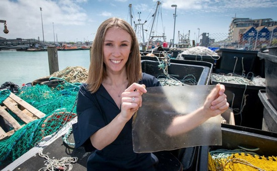 Bao nhựa dùng một lần làm từ da và vảy cá