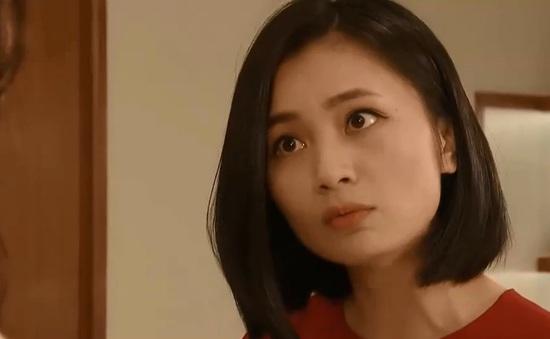 """Hoa hồng trên ngực trái - Tập 30: San """"ghen"""" khi nhận ra Bảo quan tâm đặc biệt đến Khuê"""