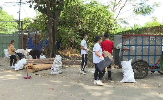 Thanh niên TP.HCM tích cực tham gia dọn rác bảo vệ môi trường