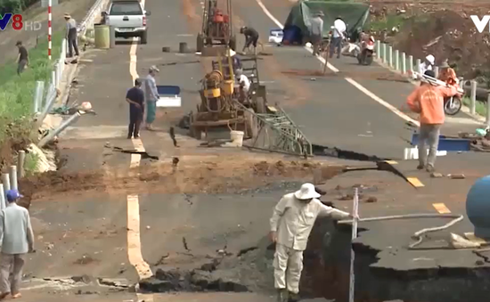Gia Lai: Ngưng sửa chữa đường chưa nghiệm thu đã hỏng để phục vụ điều tra