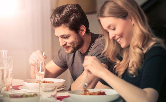 Ăn tối nhiều làm tăng nguy cơ mắc tim mạch