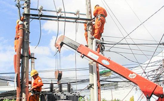 Khánh Hòa hỗ trợ khôi phục lưới điện vùng tâm bão