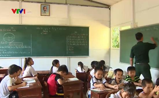 Người thầy với lớp học trên đảo xa