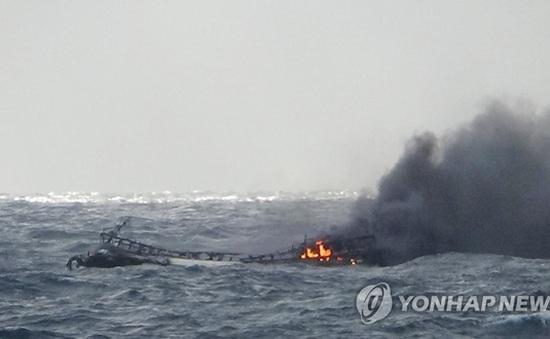 Hàn Quốc nỗ lực tìm kiếm nạn nhân vụ cháy tàu cá