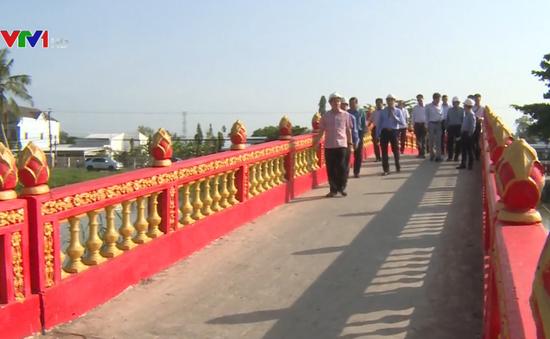 Kiểm tra dự án xây dựng cầu dân sinh ở ĐBSCL
