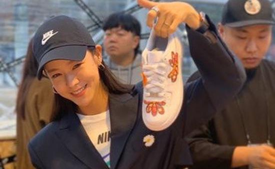 Không chỉ fan, hàng loạt ngôi sao cũng săn mẫu giày mới của G-Dragon