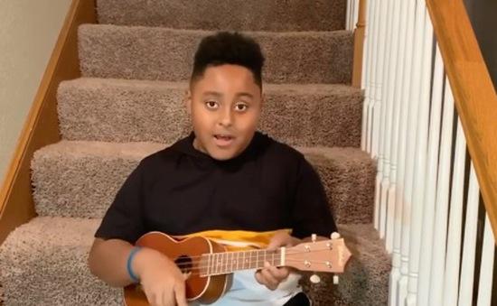 Cậu bé viết nhạc để giúp bản thân thêm tự tin