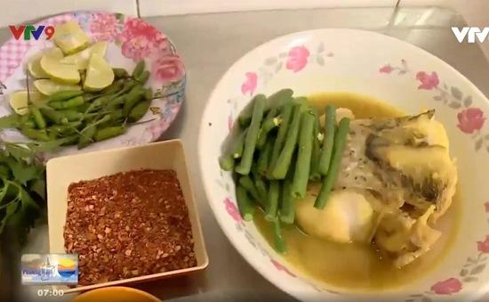"""Đến """"chợ Campuchia"""" thưởng thức bún cá Num-bo-chóc"""