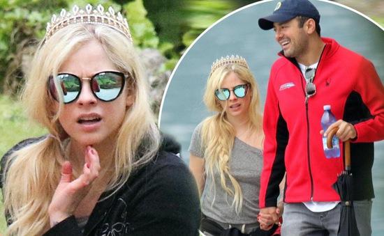 Sau 2 năm hẹn hò, Avril Lavigne chia tay bạn trai tỷ phú