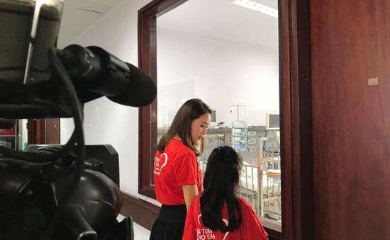 Diễn viên Hồng Diễm giản dị ghi hình kêu gọi ủng hộ bệnh nhi tim bẩm sinh