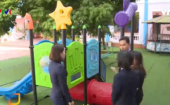 Vụ bé 3 tuổi gặp nạn khi chơi cầu trượt trong trường học: Tạm đình chỉ 3 giáo viên