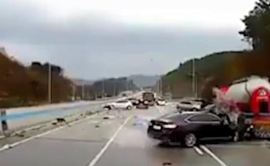 """Tai nạn liên hoàn do """"băng đen"""" tại Hàn Quốc"""
