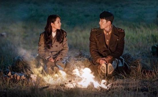 Son Ye Jin và Hyun Bin cực tình cảm trong poster phim mới