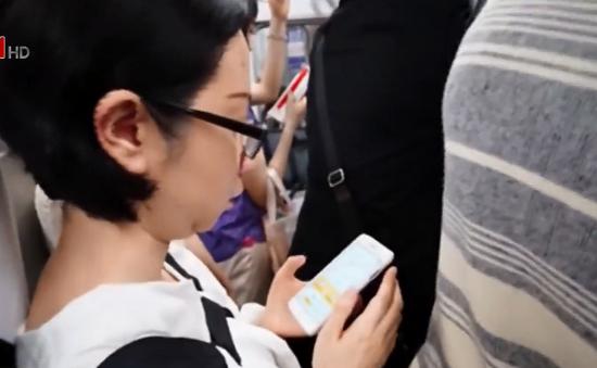 Nạn quấy rối trên tàu điện tại Nhật Bản
