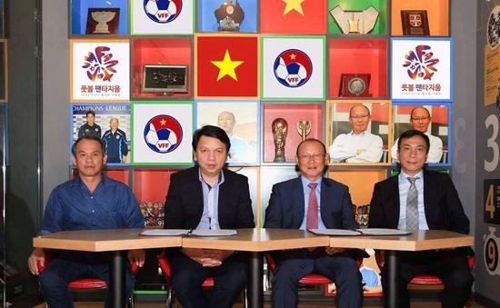 HLV Park Hang Seo cảm ơn bầu Đức trong ngày gia hạn hợp đồng dẫn dắt ĐT Việt Nam