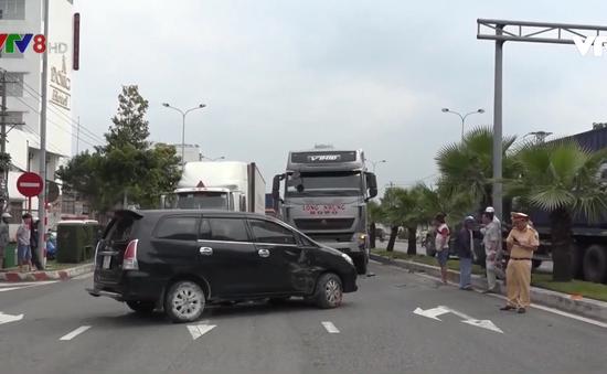 Đà Nẵng: Xe ben tông ôtô 7 chỗ