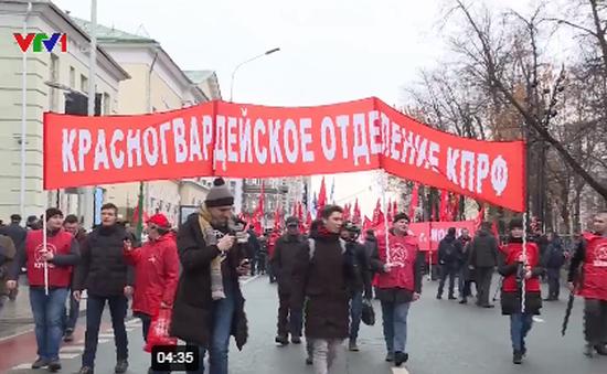 Tuần hành kỷ niệm 102 năm Cách mạng tháng Mười Nga