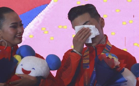 VĐV Dance Sport bật khóc khi quốc ca Việt Nam vang lên tại SEA Games 30