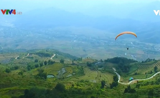 Phi công dù lượn Việt Nam và quốc tế bay lên cùng Putaleng