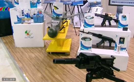 Iran công bố khí tài quân sự mới