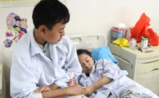 Hai anh em phải sống nhờ nguồn máu hiến vì căn bệnh rối loạn chảy máu hiếm gặp