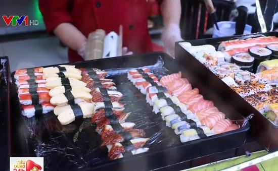 Sushi giá từ 1.000 đồng thu hút giới trẻ TP.HCM