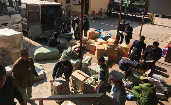 Lạng Sơn thu giữ lô quần áo nhập lậu trị giá 100 triệu đồng