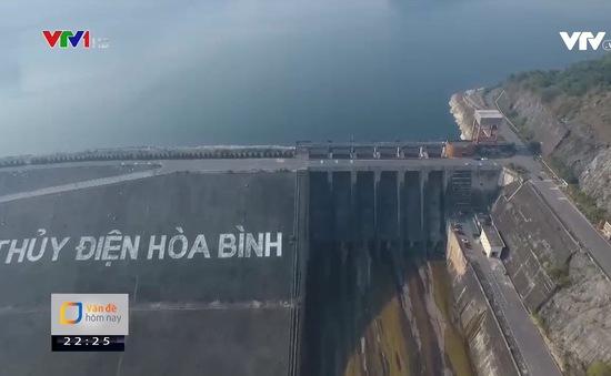 Hồ chứa thủy điện cạn: Nguy cơ thiếu điện, thiếu nước hiển hiện trước mắt